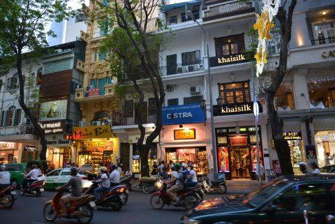 Chao Sai GonのHomeページのスライダーセクションで使っているLOGO、HCM市のドンコン通りの町並み